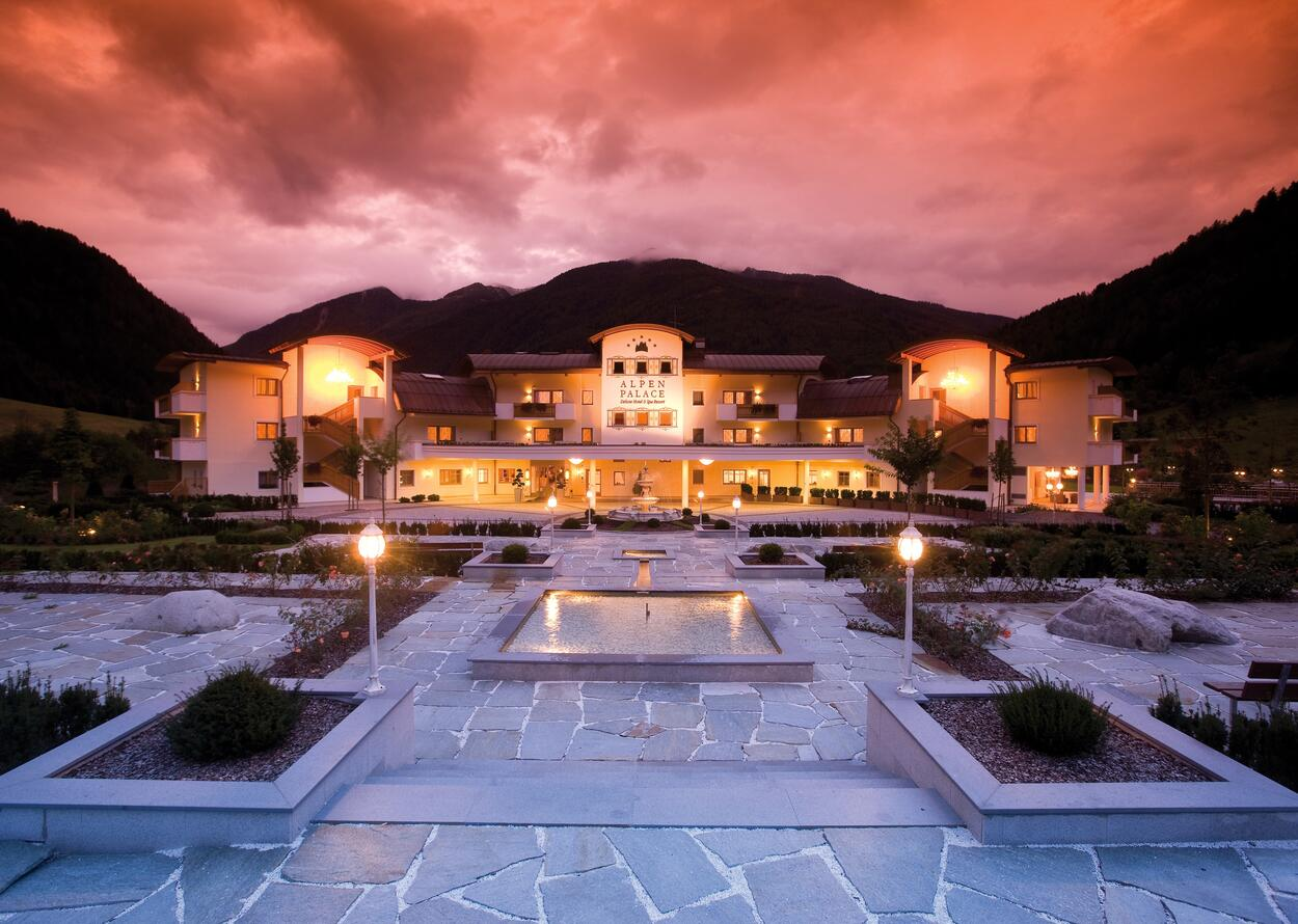 Exterior View at Night | Wellnesshotel Alpenpalace, South Tyrol