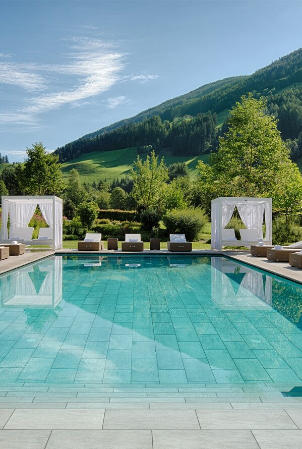 Großer Outdoorpool | Luxury Hideaway & Spa Retreat Alpenpalace, Wellnesshotel Südtirol