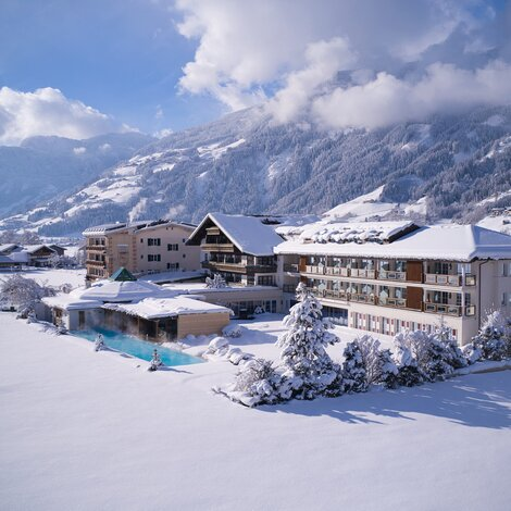 Hotel im Winter | 4 Sterne Superior Wellnesshotel Theresa, Tirol